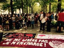 Les Roses d'Acier (Steel Roses), established in Paris in November 2014 by Chinese sex workers protest against the law proposal to criminalsie clients of sex workers in front of the National Assembly. Photo credit: 8 Mars Pour TouTEs facebook (https:// www.facebook.com/ Collectif8MarsPourToutes)